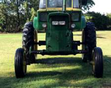 Tractor John Deere 4420.