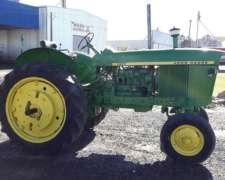 Tractor John Deere 2420 año 1972