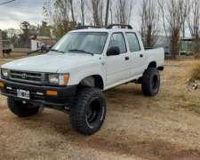 Toyota Hilux año 99 4X4 muy Buena.