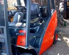 Auto Elevador Linde H25d Diésel año 2007 con Desplazador
