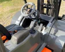 Autoelevador 4X4 2500kg Ausa Todo Terreno Triple Torre