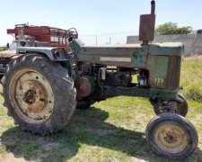 Tractor John Deere 730 con Dirección Hidráulica.