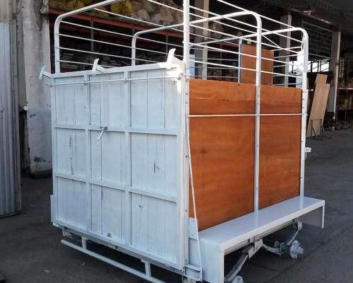 Trailer para 1 y 2 Caballos Carrozados en Chapa o Madera