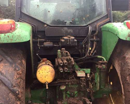 Tractor John Deere 6415 (106 HP) 12000 Hs - Oferta Contado