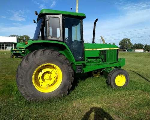 Tractor John Deere 115hp.