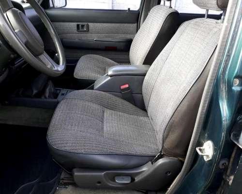 Toyota Hilux SR5 4x4.