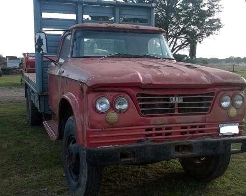 Camión Dodge DP 400 Caja Playa