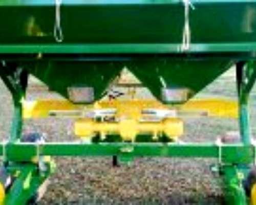 """Fertilizadora """"f3"""" de 4000lts Metalpaz"""