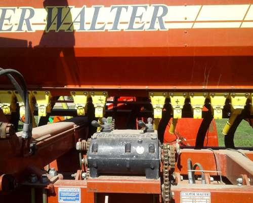 Sembradora Super Walter Serie IV de 31 Lineas a 17.5 Cmts