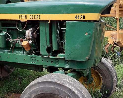 Vendo Tractor John Deere 4420 - Llantas ROD 24 de 10 Agujer