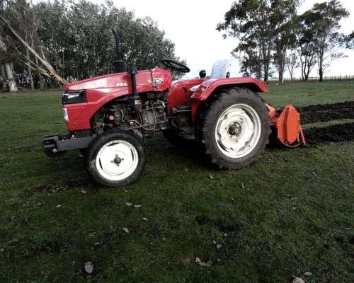 Tractor First XT 220 (22 HP) - Agrícola - Campo - Parquero