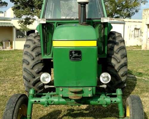 Tractor John Deere 3330 con Cabina