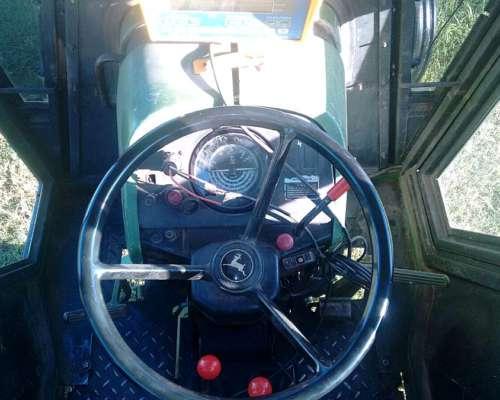 Vendo Tractor John Deere 3350. 114hp. Buen Estado.u$s 27000