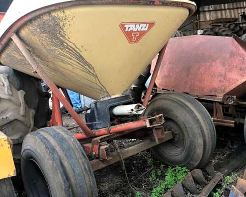 Fertilizadora Tanzi de 800 Kg a Pendulo