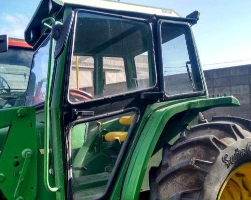 Tractor John Deere, 5705 con Pala John Deere y Tres Puntos