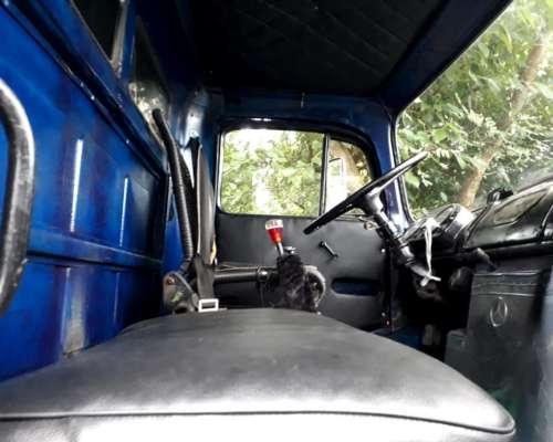 Camión Mercedes Benz 1114 con Caja Volcadora