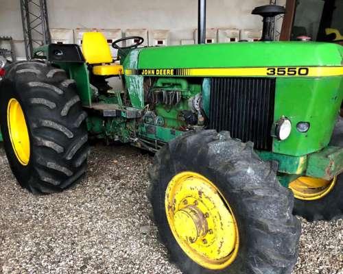 Tractor John Deere 3550 con Doble Embrague