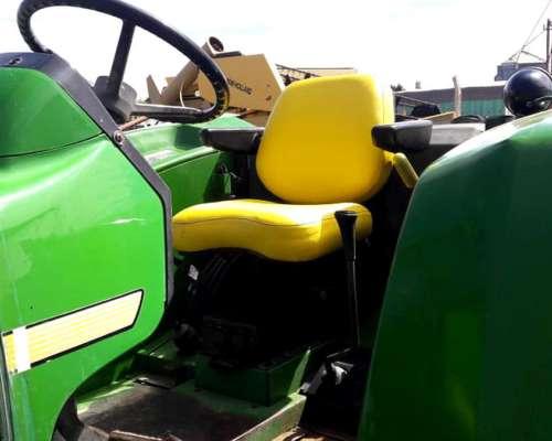 Tractor JD 5705 Doble Tracción 2003, 4000 Hs