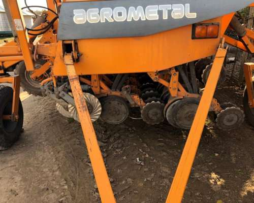 Sembradora Agrometal MXY 2717 muy Buena
