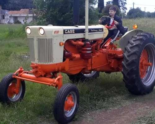 Tractor Case 830 con Hidráulico