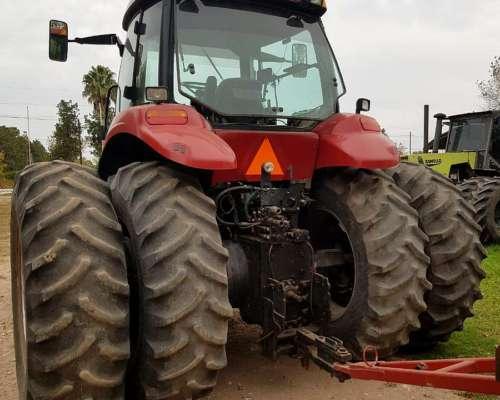 Tractor Case Magnum 220 con Piloto