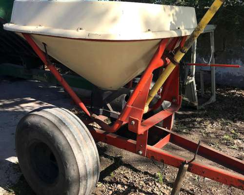 Fertilizadora Tanzi de 1000 Lts a Pendulo Sirve P/3 Puntos