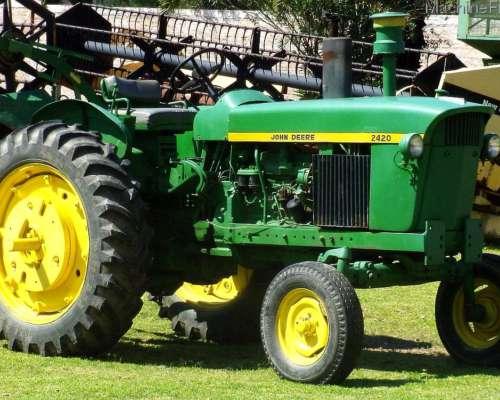 Tractor John Deere 2420 año 1975