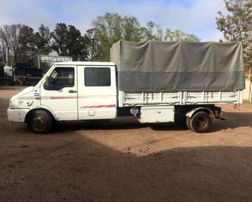 Camion Volcador Iveco Daily Doble Cabina