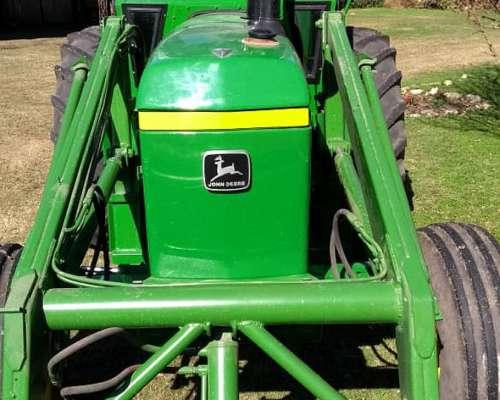 Tractor John Deere 3350 con Pala