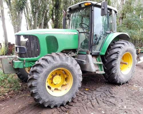 Tractor John Deere 6615, año 2010