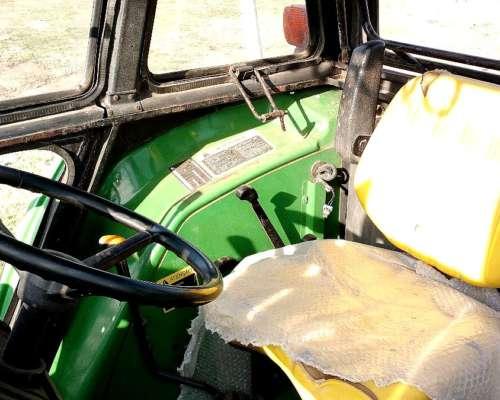 Tractor John Deere 5705 año 2003