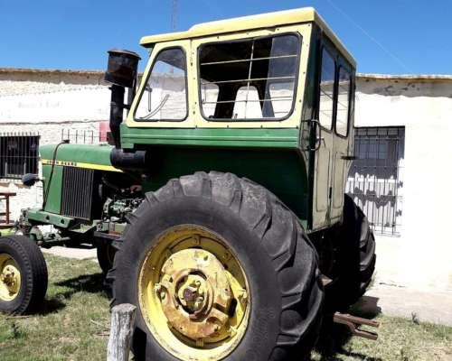 John Deere 2420 con Motor de 95 HP