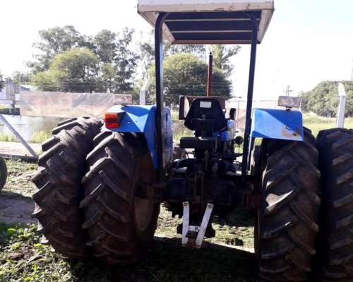 Tractor New Holland 7630 año 2003 4wd