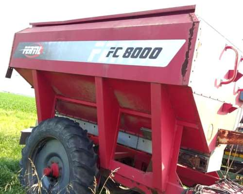 Fertilizadora Fertil 8000 muy Buena