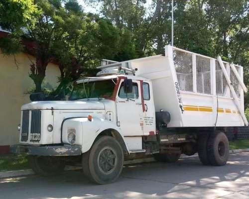Camión Scania 111 C/volcador