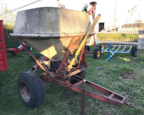Fertilizadora Tanzi de 1500 Lts a Pendulo Sirve P/ 3 Puntos