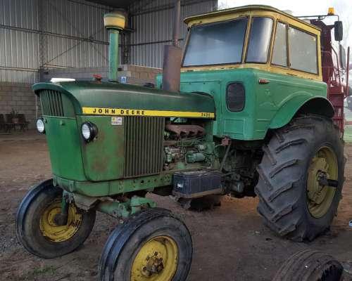 Tractor John Deerre, Modelo 2420. Pintura Original