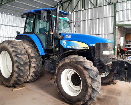 Tractor New Holland TM 7040. Buen Estado General - Mod 2012