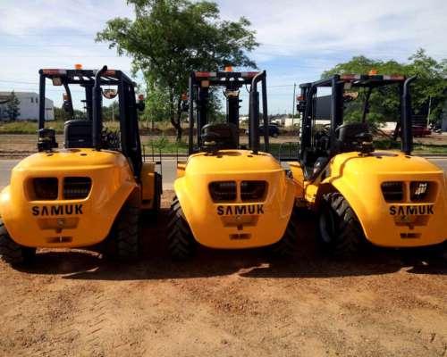 Vendo Autoelevadores Todo Terreno Samuk 4X2 y 4x4. Diesel