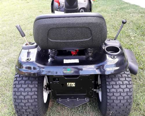 Tractor Poulan 17.5 HP Motor Briggs y Stratton 42