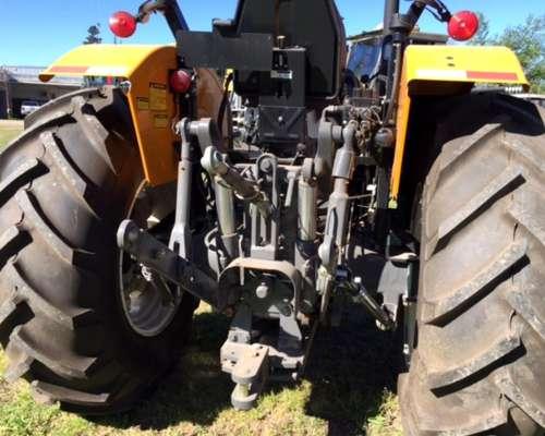 Tractor Valtra a 750 - con Toma de Fuerza Independiente 4X4