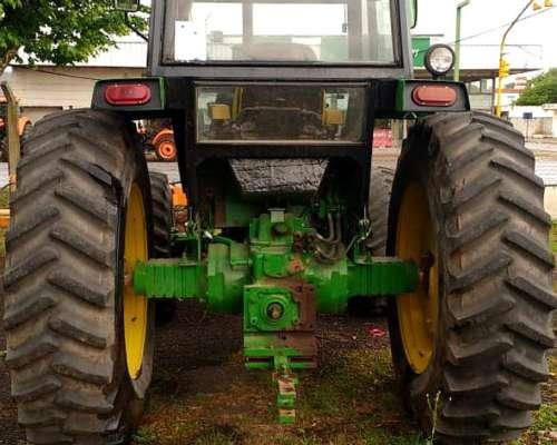 Tractor John Deere 3550 DT con Levante de Tres Puntos