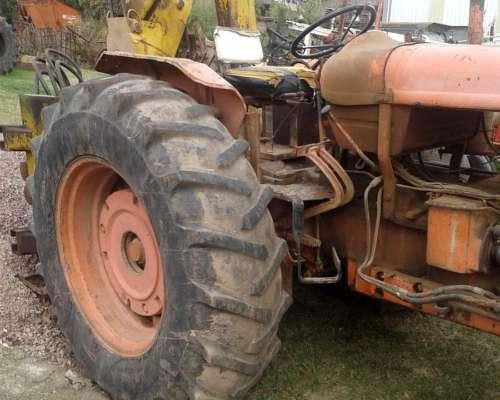 Tractor Fiat 780 con Retroexcavadora
