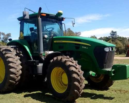 Tractor John Deere 7225j, año 2014