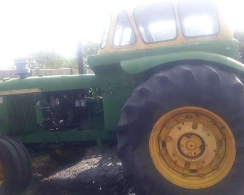 Tractor John Deere 5020 con Toma de Fuerza