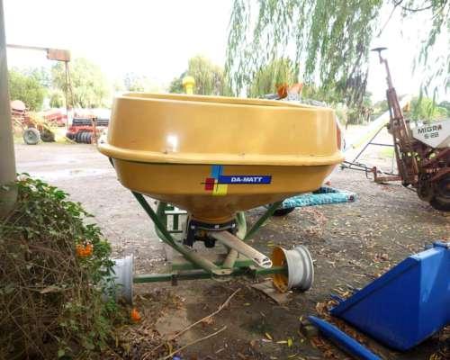 Fertilizadora Da-matt Pendular de 600 Kilos