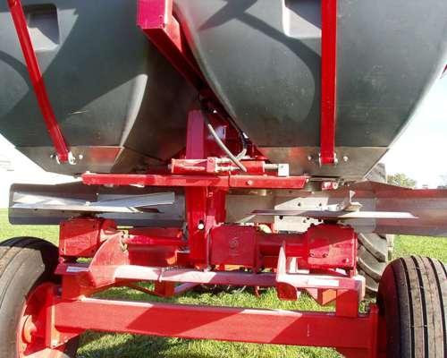 Esparcidora de Fertilizante Flex 1300 A/P Marca Yomel