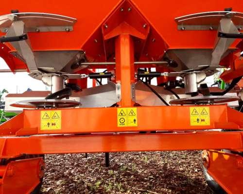 Fertilizadora Agrex-bernardin 3200lts. Balancín