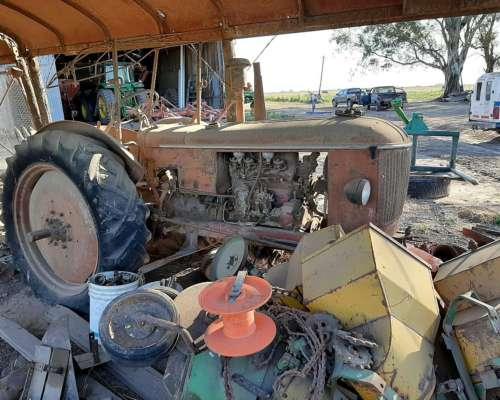 Tres Tractores Hanomag R40