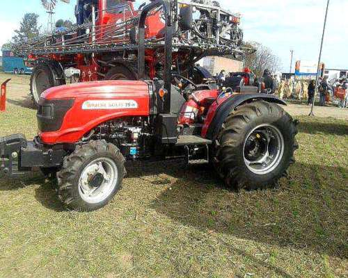 . . Tractor Compacto.